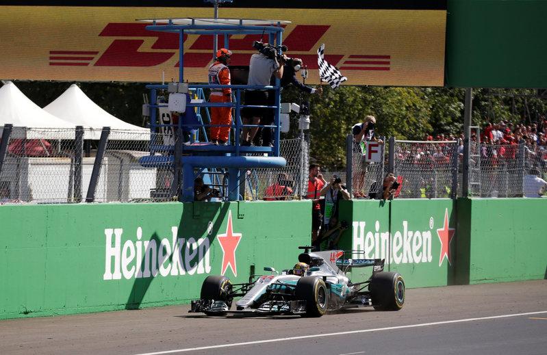 2017 09 03T133609Z 1 LYNXNPED820I8 RTROPTP 0 MOTOR F1 ITALY 1 - Motor racing: Hamilton wins in Italy to take Formula One lead