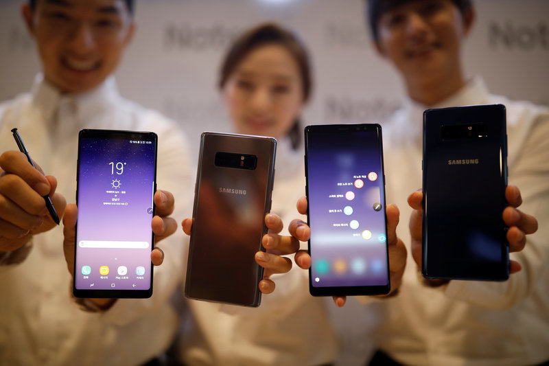 Models pose for photographs with Samsung Electronics' Galaxy Note 8 during its launching ceremony in Seoul
