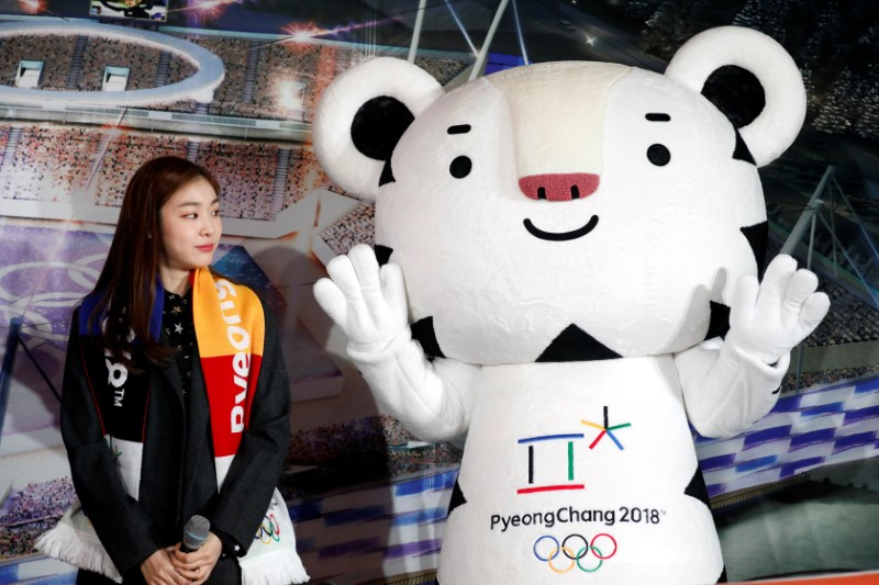 Kim Yuna looks at the Olympic mascot