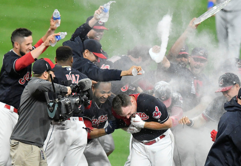 Indians set AL record with 21st MLB win