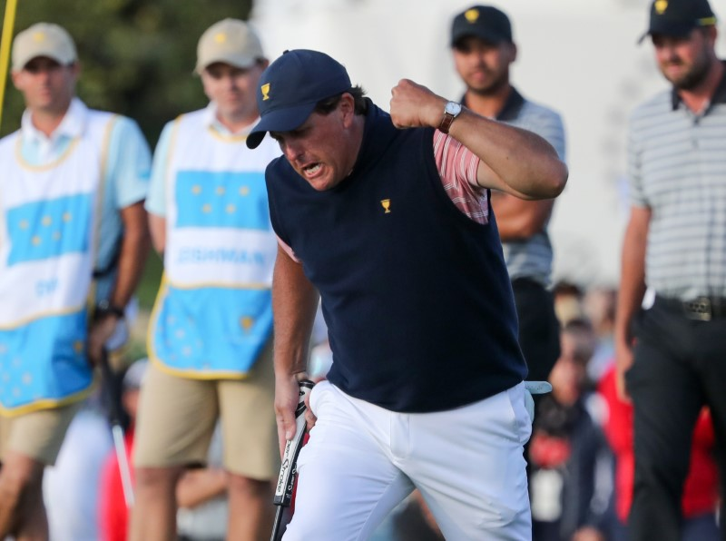 2017 09 30T155127Z 1 LYNXNPED8T0D8 RTROPTP 0 GOLF 1 - Golf: Another win gives Mickelson all-time record at Presidents Cup
