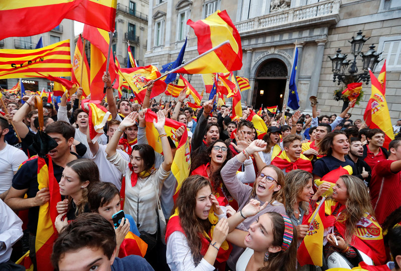 2017 09 30T190008Z 1 LYNXNPED8T0I4 RTROPTP 0 SPAIN POLITICS CATALONIA 1 - Catalans prepare to defy Madrid in banned independence vote