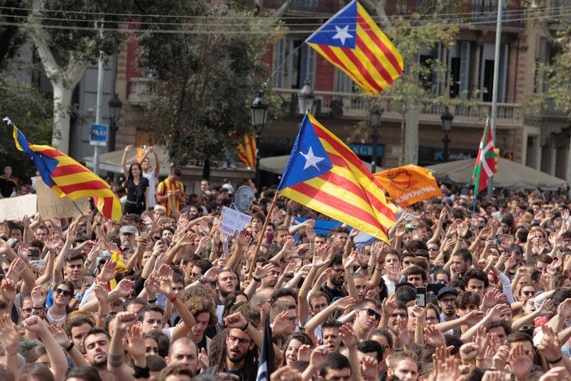 2017 10 02T130236Z 1 LYNXNPED91115 RTROPTP 0 SPAIN POLITICS CATALONIA 1 - Catalan leader calls for international mediation in Madrid stand-off