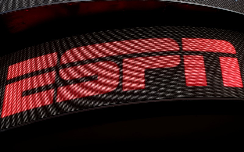2017 10 04T152527Z 1 LYNXMPED931ER RTROPTP 0 USA PROTESTS 1 - Motor racing: ESPN to replace NBC as U.S. F1 broadcaster in 2018