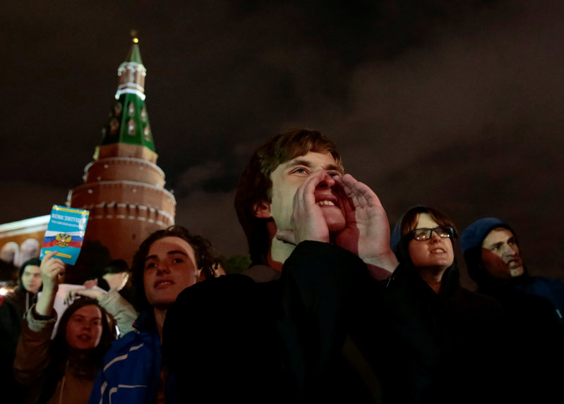 2017 10 07T235159Z 1 LYNXMPED960LV RTROPTP 0 RUSSIA OPPOSITION NAVALNY PROTESTS 1 - On Putin's birthday, opposition activists protest, call for him to quit