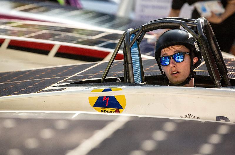 2017 10 09T004741Z 1 LYNXMPED9800U RTROPTP 0 RACE AUSTRALIA SOLAR 1 - Solar cars begin race across Australian desert