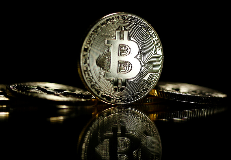 2017 10 10T080048Z 1 LYNXMPED990HX RTROPTP 0 GLOBAL BITCOIN 1 - Russia turns cold on crypto-currencies