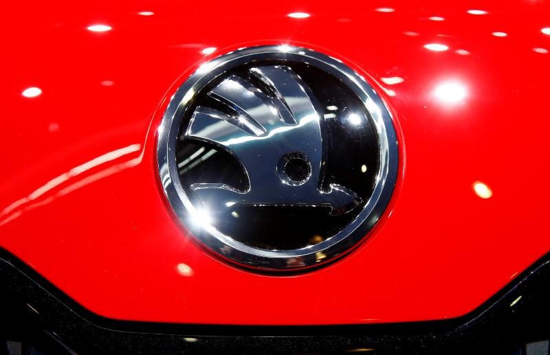 2017 10 11T065554Z 1 LYNXMPED9A0GP RTROPTP 0 AUTOSHOW GENEVA 1 - VW's Skoda committed to Czech Republic, plans to add jobs