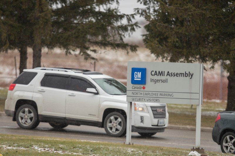 2017 10 12T214246Z 2 LYNXMPED9B1HI RTROPTP 0 GM CANADA MEXICO 1 - General Motors reaches tentative deal with striking Canada workers