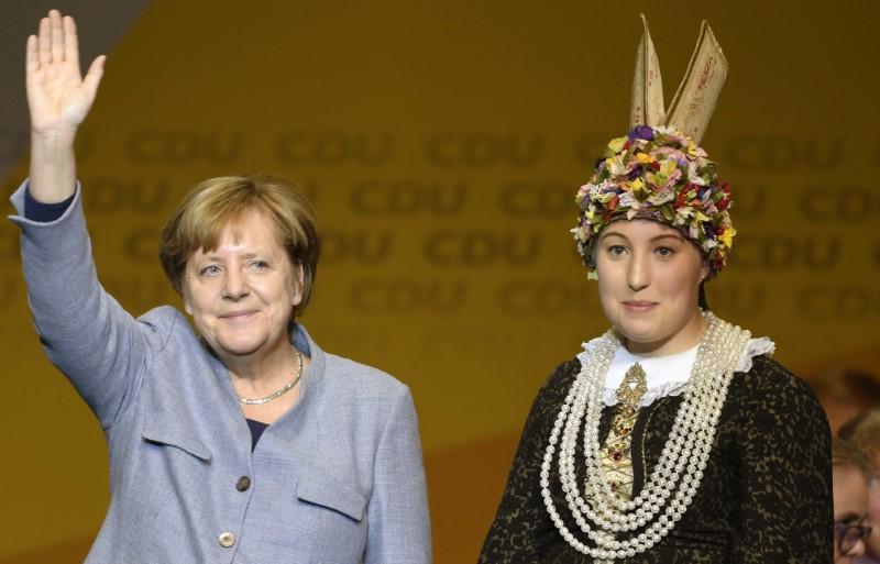 2017 10 14T221400Z 1 LYNXMPED9D0KV RTROPTP 0 GERMANY POLITICS MERKEL 1 - State vote unlikely to give Merkel boost in German coalition talks