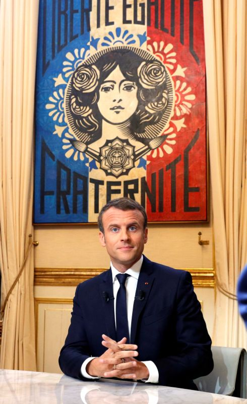 2017 10 15T213419Z 1 LYNXMPED9E0NE RTROPTP 0 FRANCE POLITICS 2 - Macron urges the French to value success, rejects 'president of rich' tag