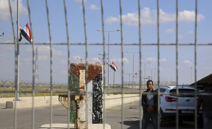 Hamas begins handing Gaza border crossings to Palestinian Authority control