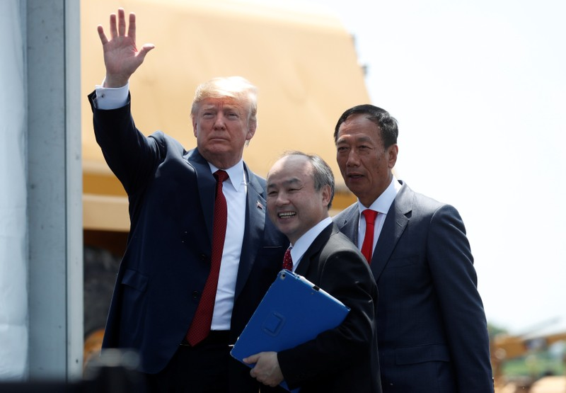 Trump praises Apple at groundbreaking for Foxconn's U.S. plant