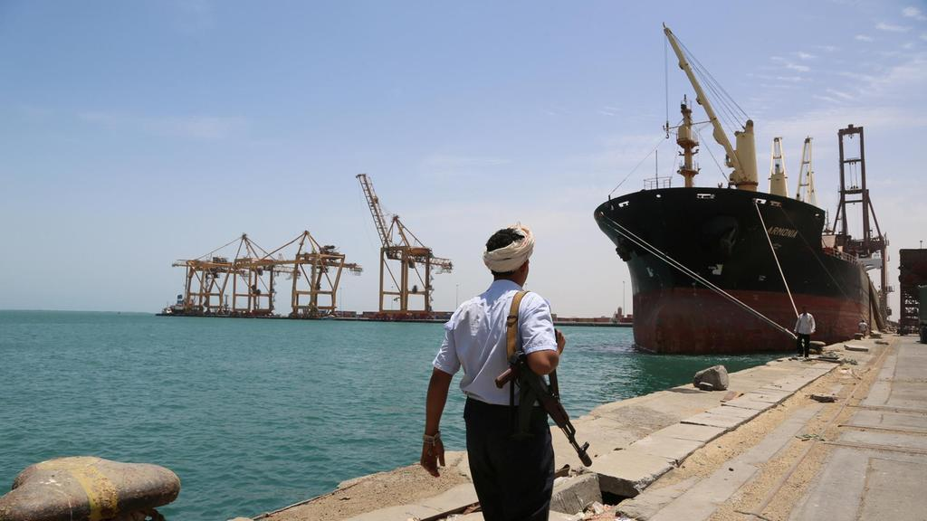 Saudi-led forces battle Shiite rebels south of key Yemen port