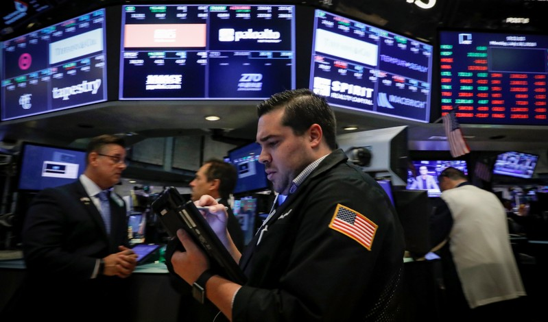 USA stocks trade mixed amid earnings, data