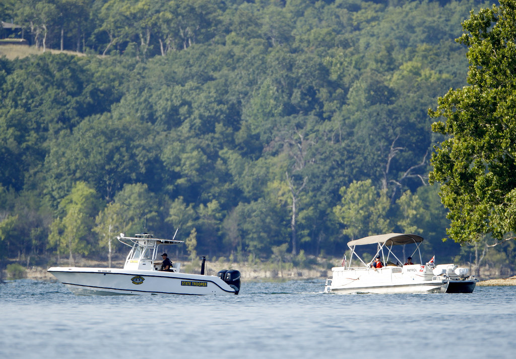Video shows the last moments before duck boat sinks in Missouri lake