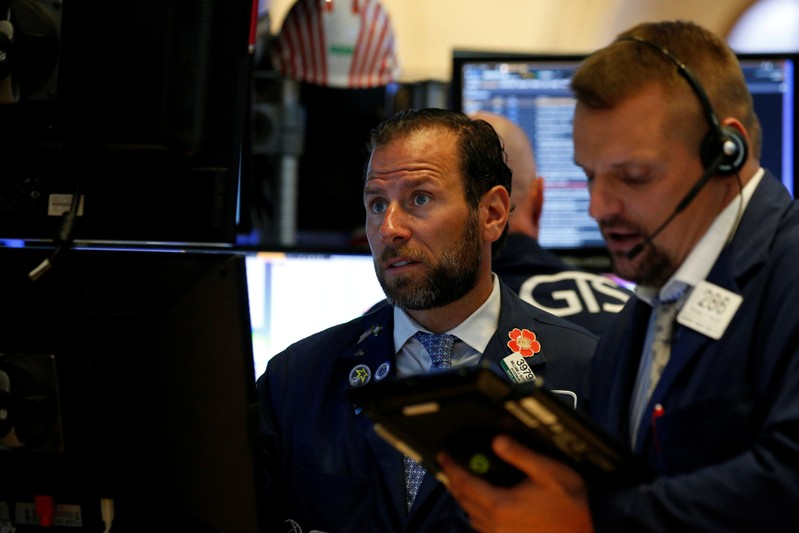 Wall Street flat as trade tensions mute earnings optimism