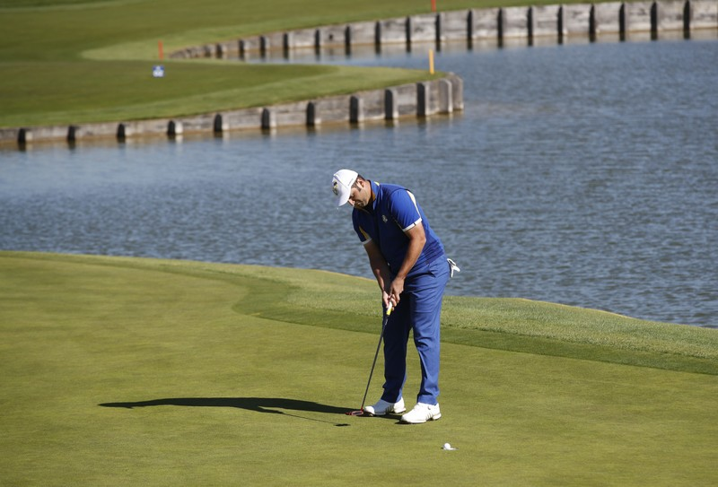 Three share lead as Woods falters in Hero World Challenge