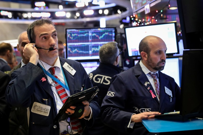 Dow sinks more than 400 points as slowdown fears worsen