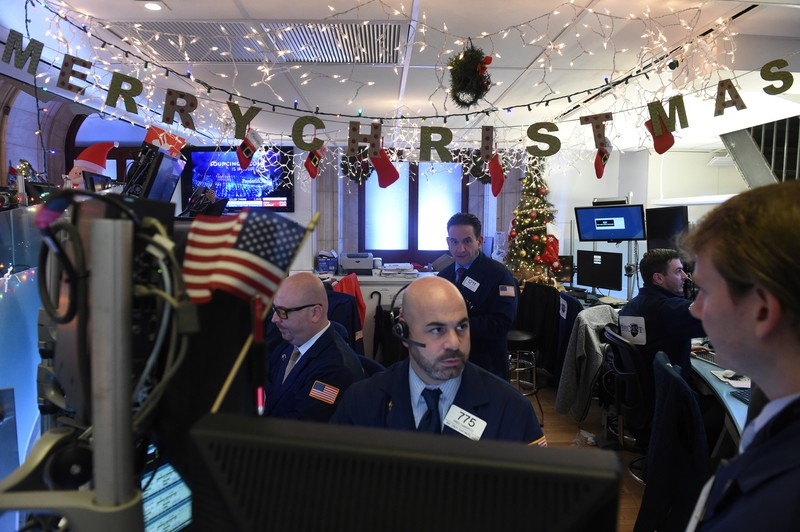 U.S. Stocks Continue to Slump Ahead of Christmas Holiday