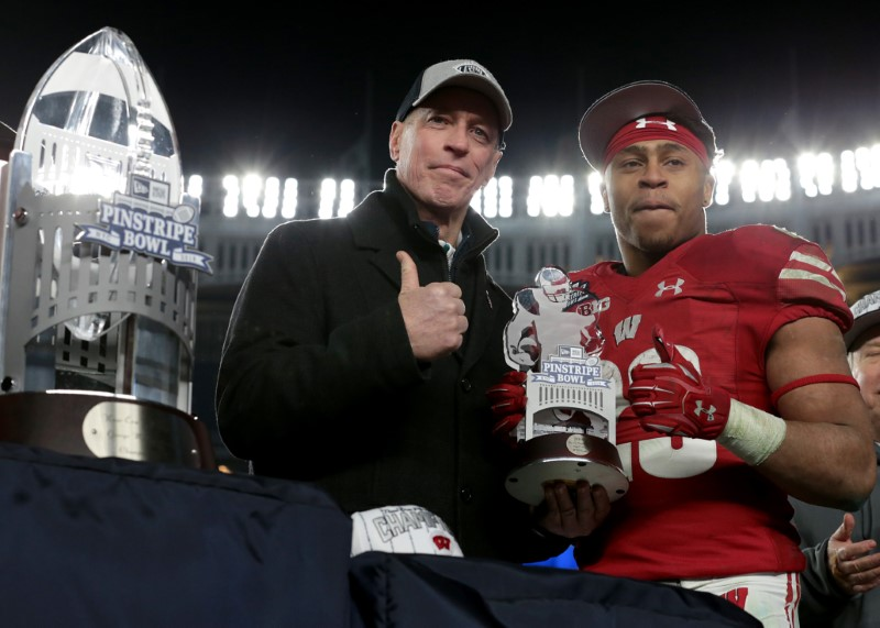 Wisconsin to face Miami in Pinstripe Bowl