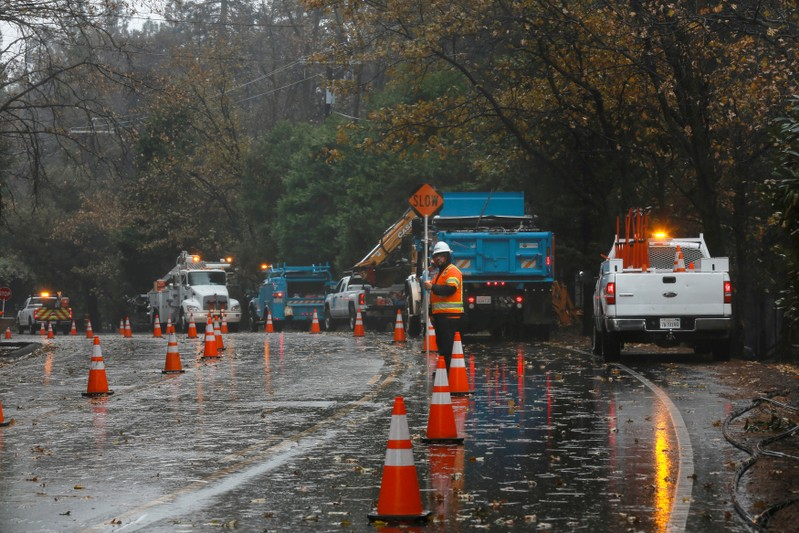 PG&E shares plunge on bankruptcy worries