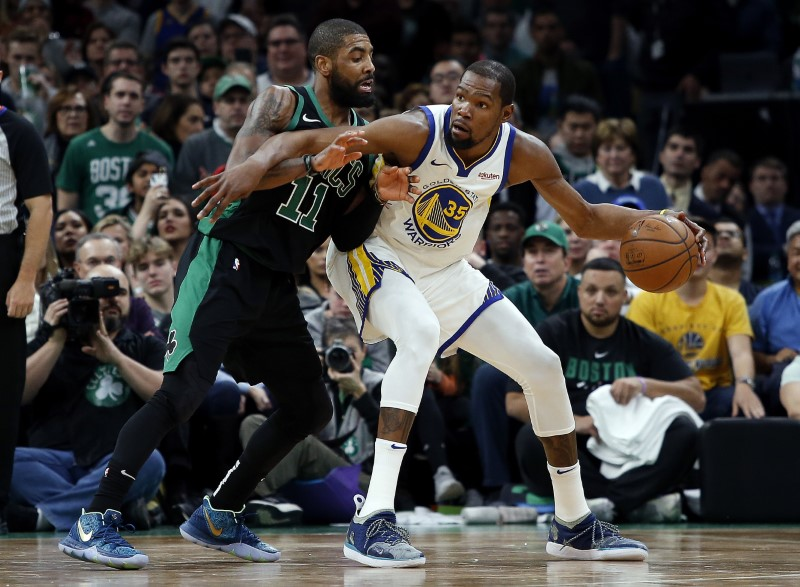 Warriors fend off Celtics for 10th consecutive victory