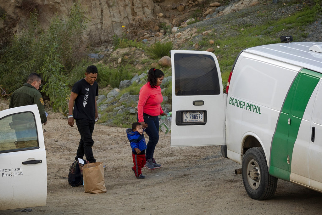 Border Patrol agents pick up last check of 2018, start new year without pay