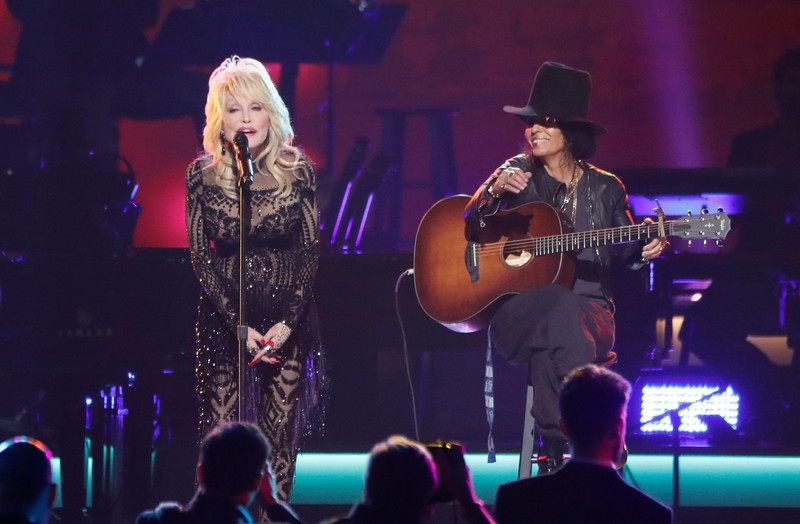 Dolly Parton performs with Linda Perry during a gala event honoring Dolly Parton as the Musi Cares person of the year in Los Angeles