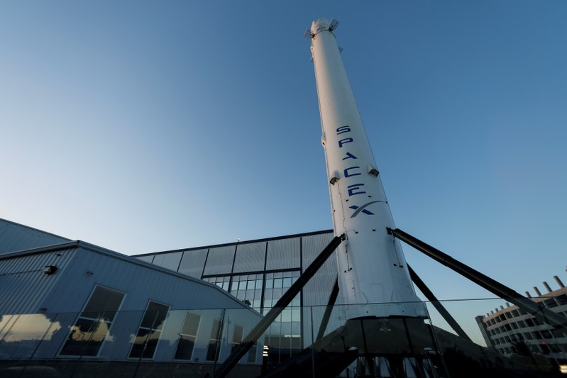 The SpaceX headquarters are shown in Hawthorne, California. </div> <p>  February 22, 2019 </p> <p>  NASA gave its last approval to the billionaire SpaceX company Friday on Friday, September 19, 2018. REUTERS / Mike Blake </p></div> <p>  entrepreneur Elon Musk to conduct his first unmanned test flight to a newly developed crew of the International Space Station on March 2 </p> <p>  Approval has canceled the key obstacle to SpaceX in its quest to help NASA revive the US space flight program in America stopped after the missions of cosmic the ski shuttles were completed in 201<div class=