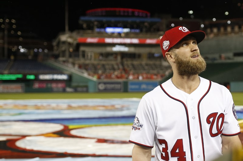 Giants, Bryce Harper have discussed 10-year deal