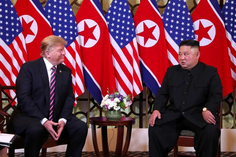 Kim, Trump start talks for 2nd day of summit