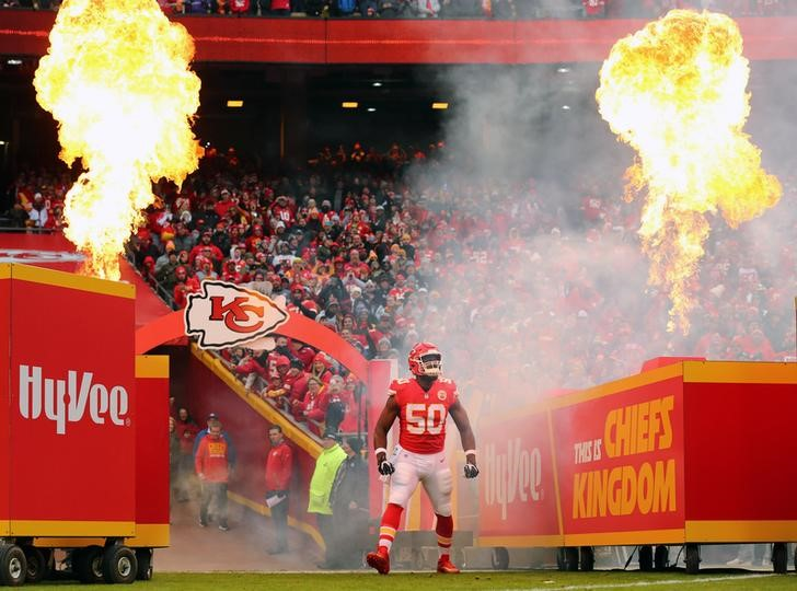 Chiefs cut Justin Houston, freeing $14M in cap space