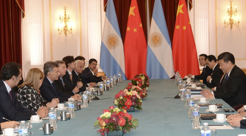 FILE PHOTO: Argentina's President Macri and his Chinese counterpart Xi take part in a meeting during the Nuclear Security Summit in Washington