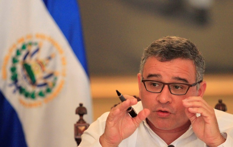 FILE PHOTO: El Salvadoran President Mauricio Funes speaks with journalists in a hall of the presidential palace in San Salvador