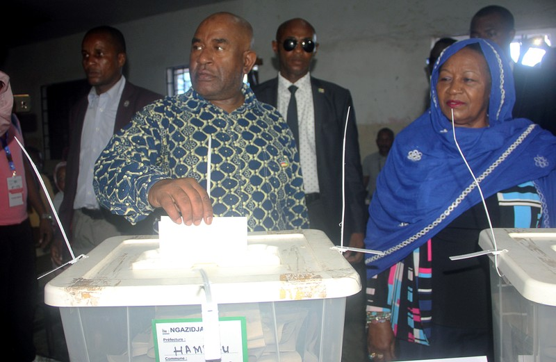Comoros incumbent President Azali Assoumani casts his ballot for the presidential election at a polling station in Mitsoudje