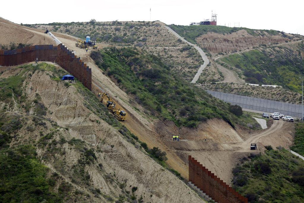 Pentagon to divert $1 billion to start new border wall construction
