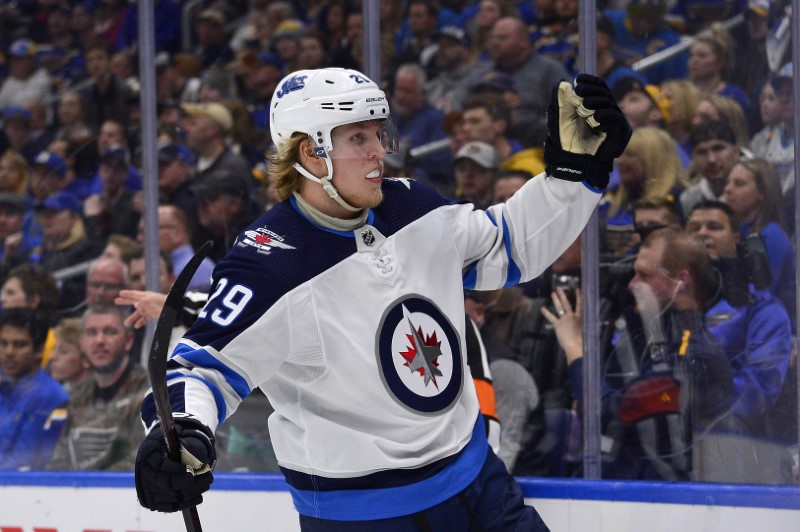 Jets defeat Blues in Game 3, get first win in Western series