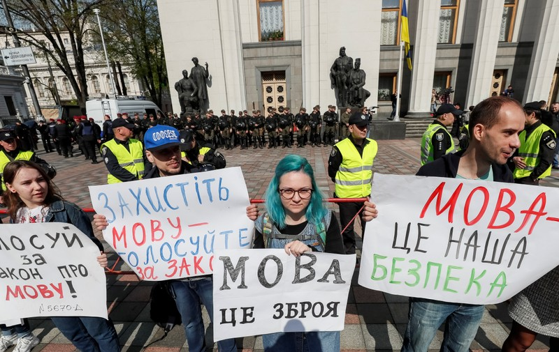 Activists attend a rally to demand lawmakers vote for a law that grants special status to the Ukrainian language in front of the parliament building in Kiev