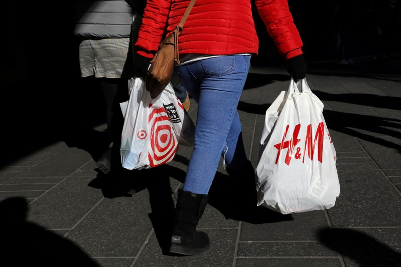 US consumer spending surges 0.9% in March