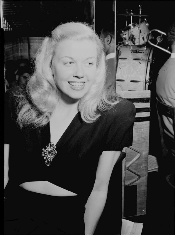 Actress Doris Day is pictured at the aquarium in New York City