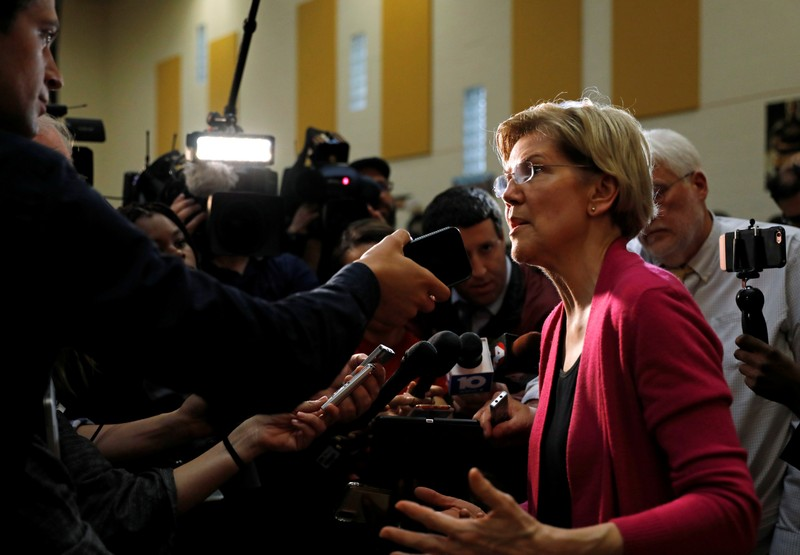 FILE PHOTO - Democratic 2020 U.S. presidential candidate and U.S. Senator Elizabeth Warren (D-MA) speaks to reporters during a townhall event in Columbus, Ohio