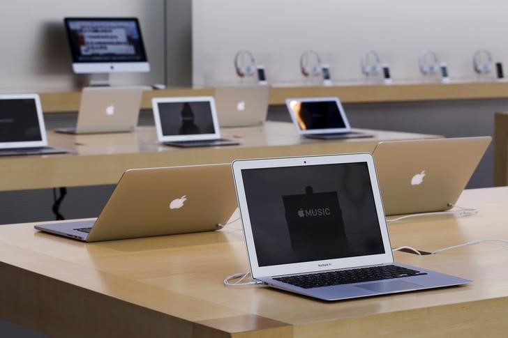 FILE PHOTO: Rows of Apple laptop computers are seen at the Apple Store in Palo Alto