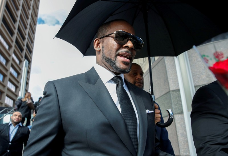 FILE PHOTO - Grammy-winning R&B star R. Kelly leaves the Cook County courthouse in Chicago