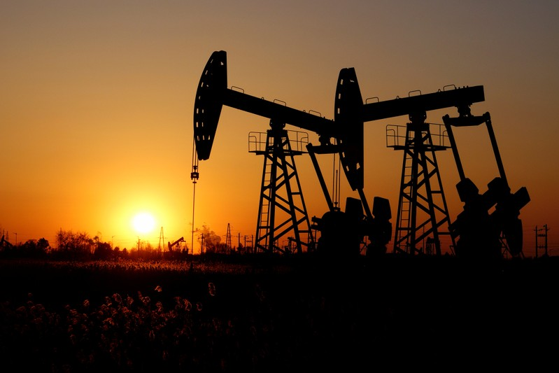 Oil prices edge up, gains capped as investors eye global risks