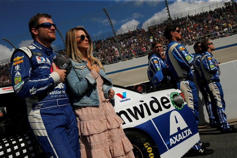 Earnhardt 'safe' after plane crash in Tennessee