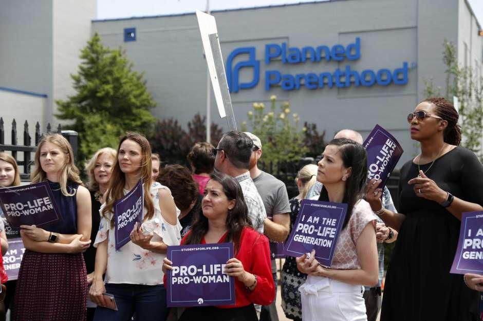 Federal judge blocks Missouri's 8-week abortion ban law