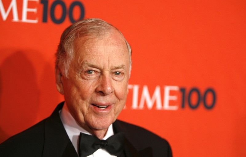 FILE PHOTO : Entrepreneur T. Boone Pickens arrives for the Time 100 Gala in New York