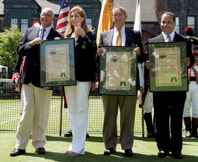 FILE PHOTO: Members of 2009 International Tennis Hall of Fame inductees Gimeno, Seles, Dell and Johnson pose with their plaques in Newport
