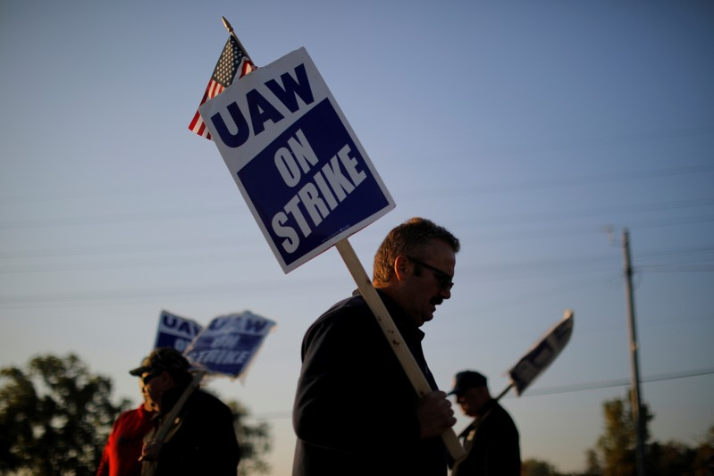 UAW raises strike pay for General Motors workers